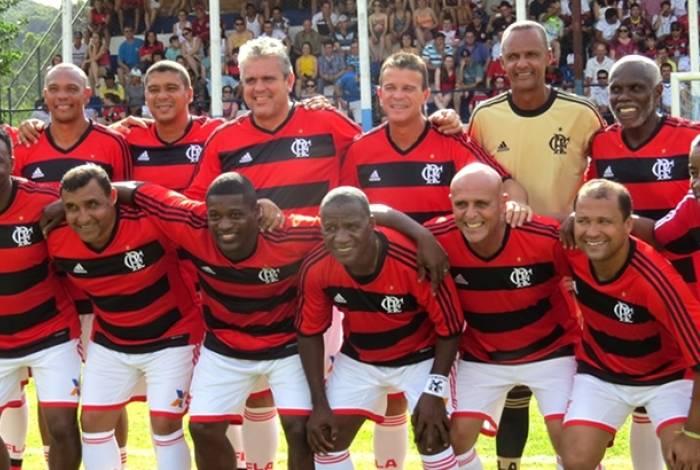 Veterenos do Flamengo se encarregam do espetáculo no evento de reinauguração do Campo da Basiléia