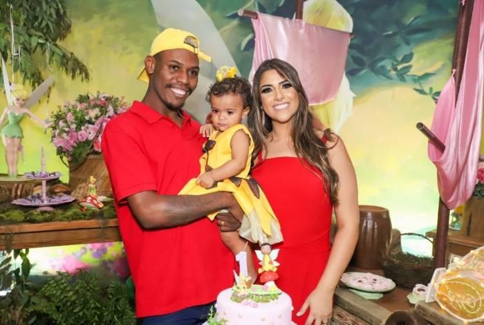 Mc Kekel faz festão para celebrar um ano da filha