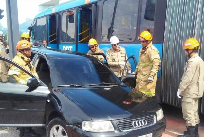 Acidente aconteceu na Avenida Embaixador Abelardo Bueno