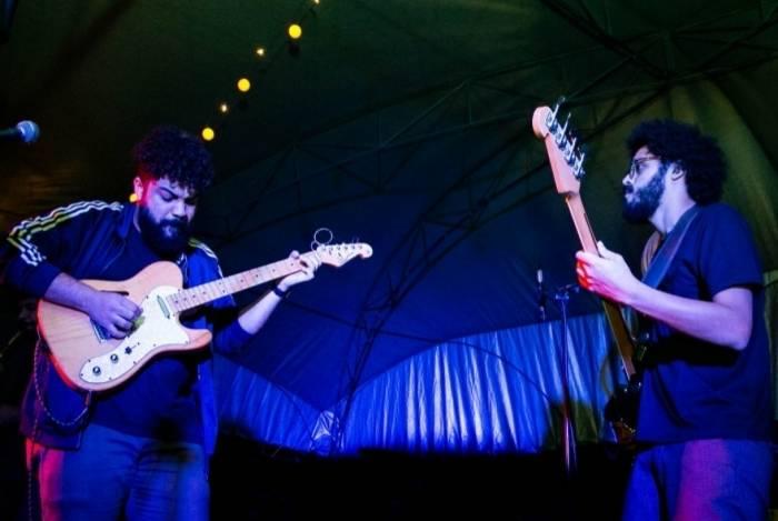 A banda De La Negra se apresentou na edição de agosto da Feira Escambau