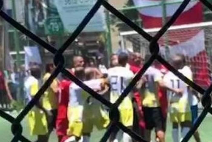 Romário se envolve em confusão em final de campeonato de pelada no Rio de Janeiro