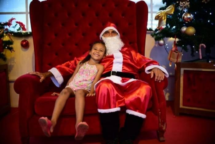 Famílias aproveitam Natal nas praças de Ponta Negra e Itaipuaçu