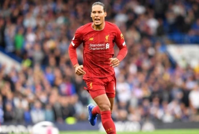 Virgil van Dijk pode desfalcar o Liverpool na final do Mundial de Clubes contra o Flamengo
