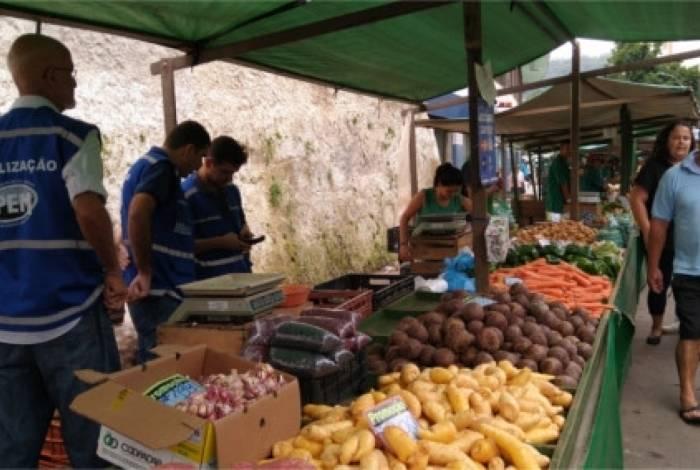 Além da qualidade dos alimentos comercializados, a venda direta estimula o setor agrícola e garante preços justos