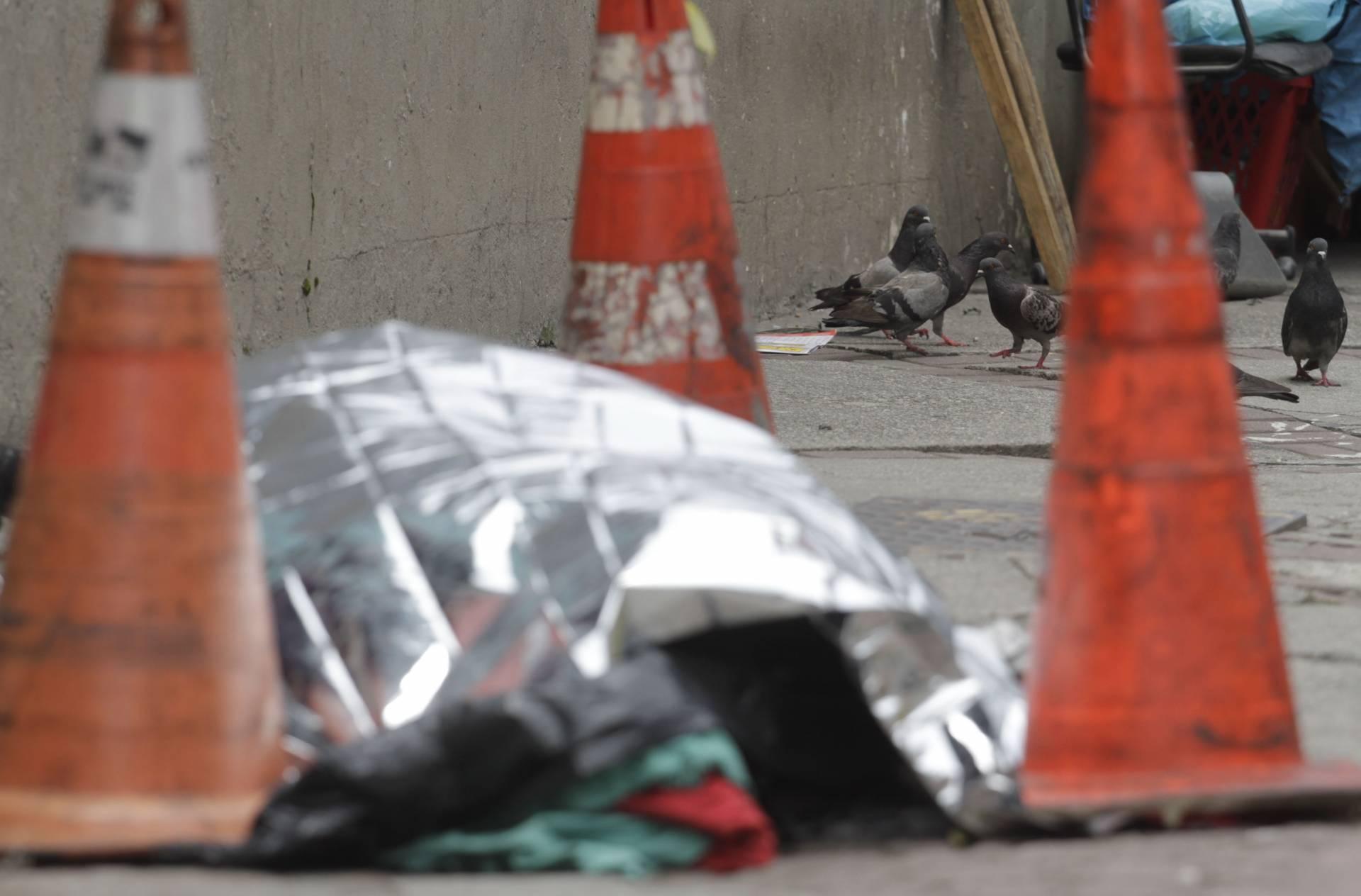 Rio,19/12/2019 -CENTRO- CER- Centro de Emergencia Regional, morador de rua morre na calcada do CER.Na foto, morador de rua  .Foto: Cleber Mendes/Agência O Dia