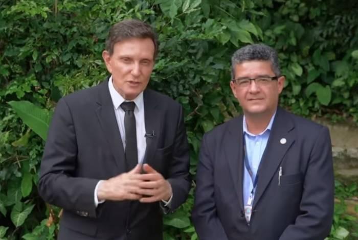 Prefeito Marcelo Crivella anunciou pagamento do restante do 13º dos funcionários da Comlurb ao lado do presidente da companhia, Paulo Mangueira