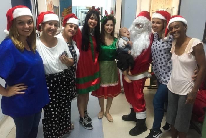 O grupo Fábrica da Alegria levou um pouco de descontração e divertimento aos internados do Hospital Ferreira Machado, em Campos