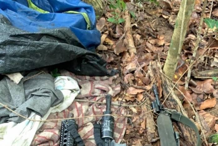 Material apreendido com os criminosos, em Nova Iguaçu