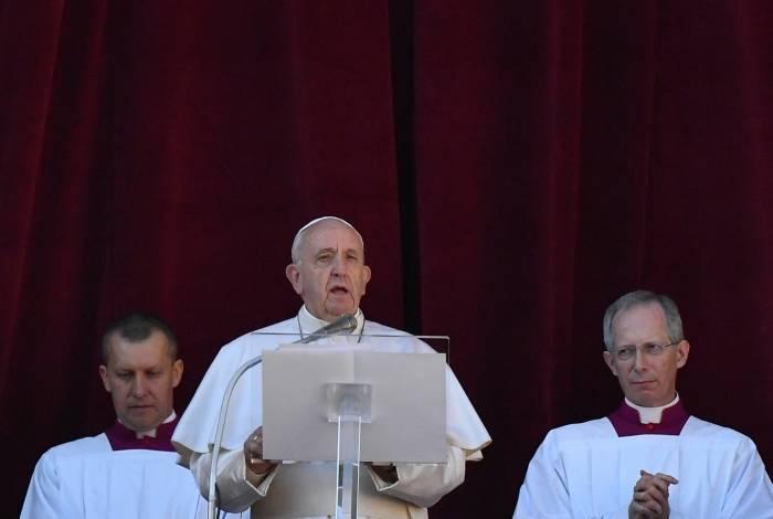 Durante a tradicional mensagem de Natal, Francisco fala do momento na América Latina
