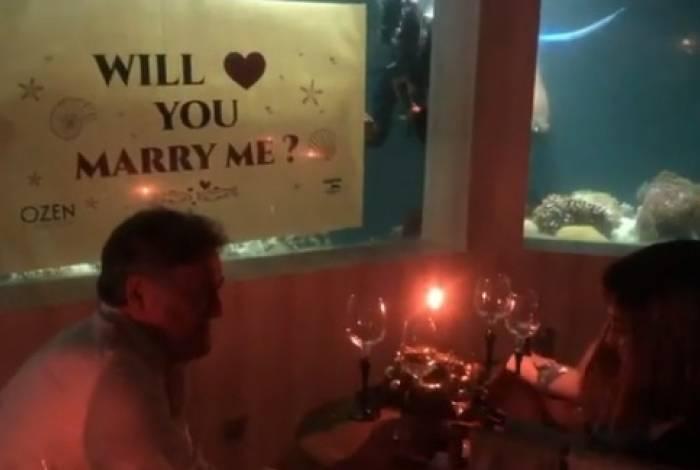 Ator caprichou no pedido de casamento