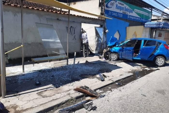 Colisão entre carro e moto deixou dois mortos em Realengo