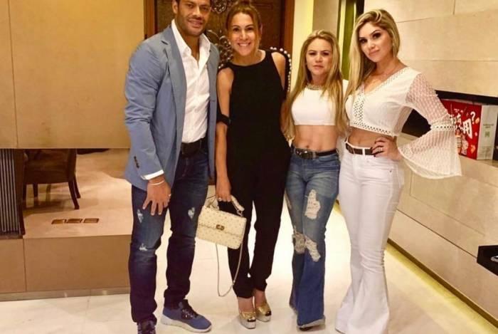 Camila, a mãe Rayssa, Iran e Hulk