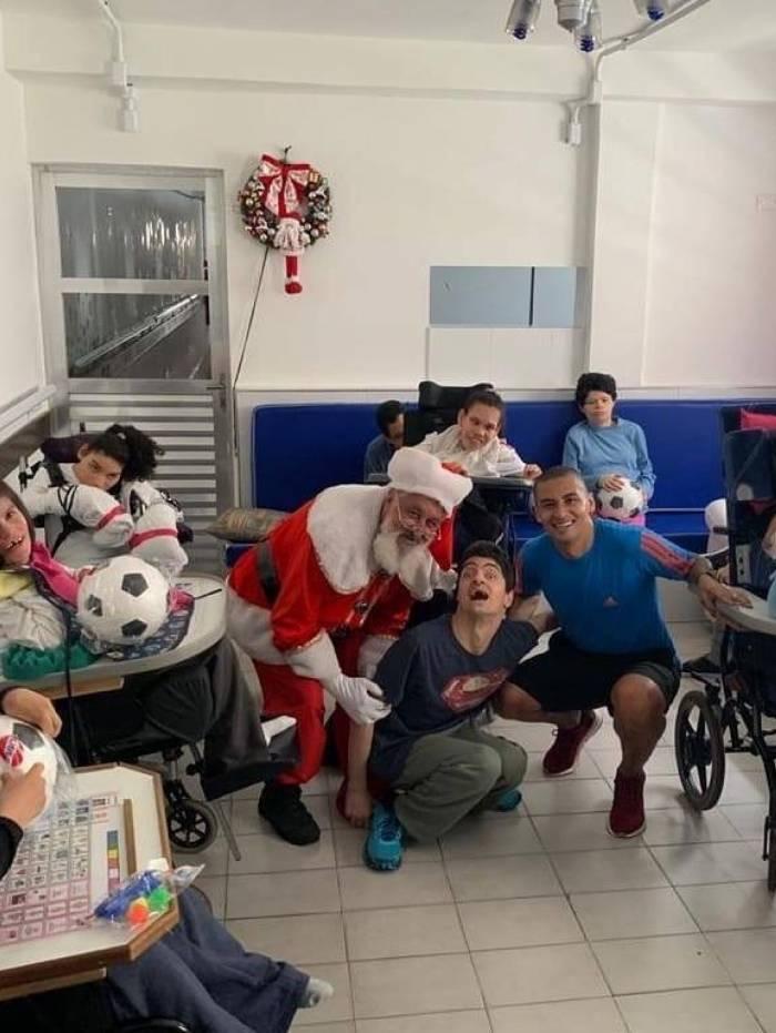Wellington Paulista distribuiu mais de 10 mil brinquedos pelas ruas da Mooca e em centro que cuida de crianças com necessidades especiais