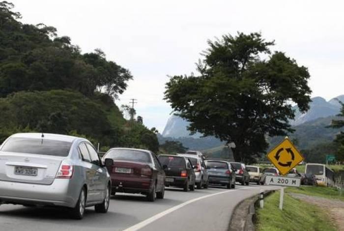 Cerca de 315 mil veículos devem passar pelo trecho da rodovia que corta a cidade até a próxima semana
