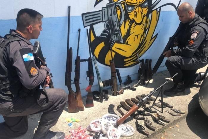 Polícia apreendeu armas em operação no Complexo do Chapadão na manhã deste sábado