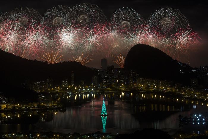 01 01 2020 - Queima de fogos da praia de Copacabana - Local foto: Vista Chinesa. Foto: Daniel Castelo Branco / Agencia O Dia