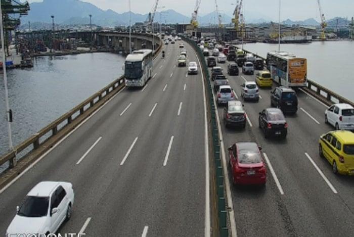 Ponte Rio-Niterói apresenta lentidão na volta para o Rio de Janeiro pós-réveillon