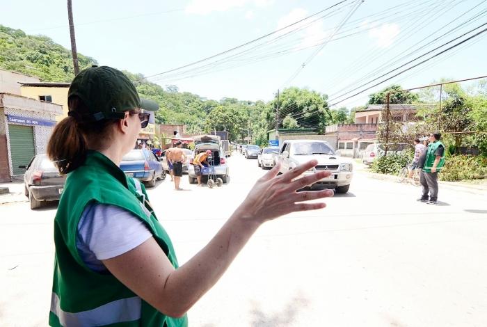 Os funcionários da SEMADETUR vão orientar turistas e moradores sobre o trânsito no local