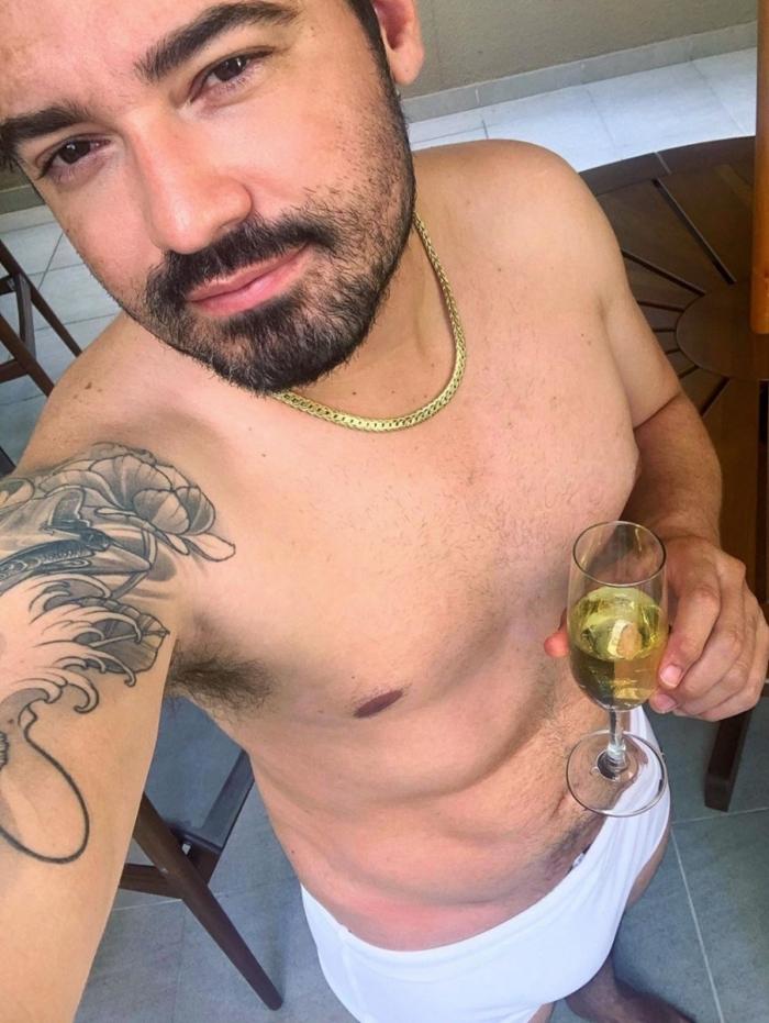 Fernando Zor de sunga branca