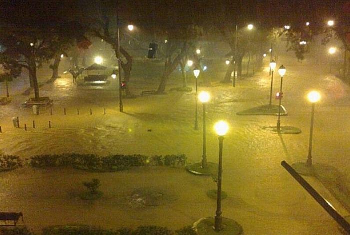 O Centro da cidade sofreu com o forte temporal desta quinta-feira