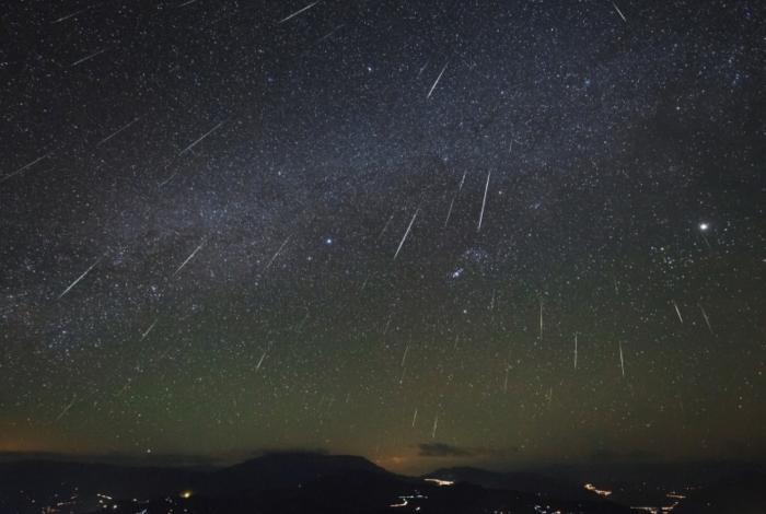 Estrelas cadentes podem ser vistas a olho nu quando o céu está limpo