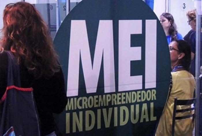 Os funcionários da SEMADETUR vão auxiliar os microempreendedores a fazer a de Declaração Anual do Simples Nacional para o MEI.
