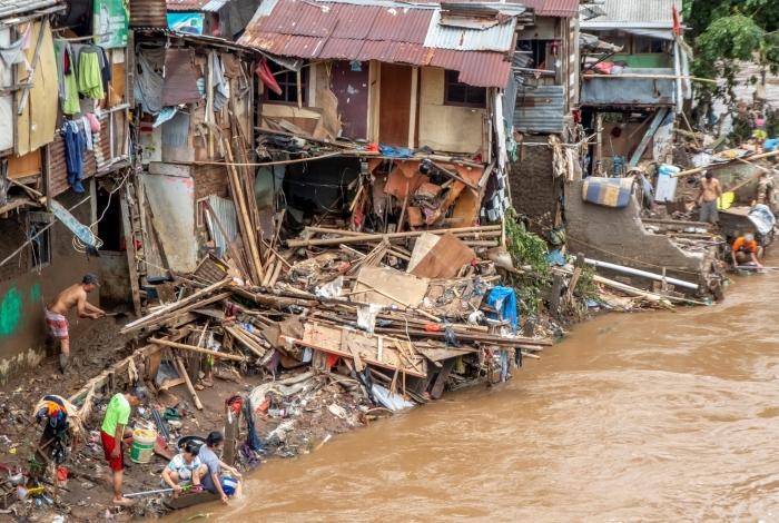 Inundações na Indonésia deixa dezenas de mortos e milhares de desabrigados
