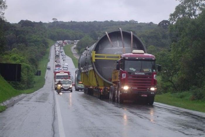 Operação especial ocorre devido à largura de 7,2m da carga