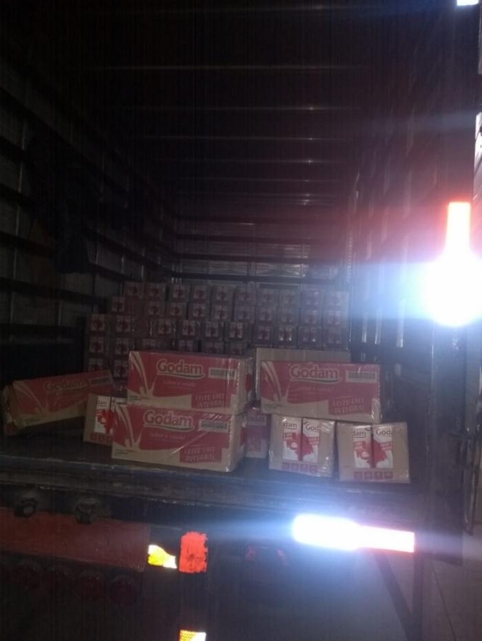 Polícia apreendeu 10 mil caixas de leite em Belford Roxo
