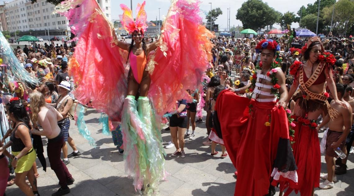 Rio, 05/01/2020 - Carnaval 2020. Bloco Vem ca Minha Flor. Praca XV, Centro do Rio,  zona norte do Rio. Foto: Ricardo Cassiano/Agencia O Dia