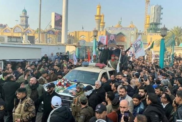 Milhares de pessoas acompanham o cortejo fúnebre do general, que deve ser enterrado este domingo