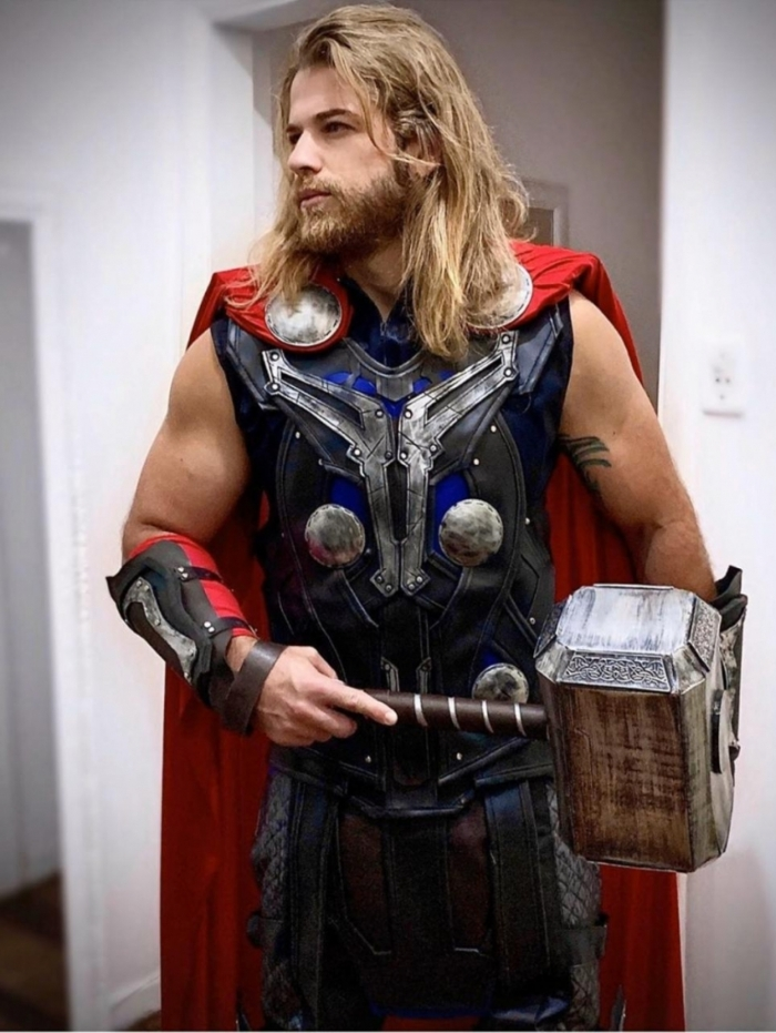 Vitor Merendaz vestido como Thor