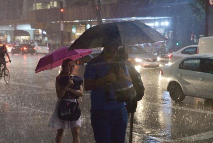 Em poucos minutos de chuva três ocorrências foram registradas pela Defesa Civil