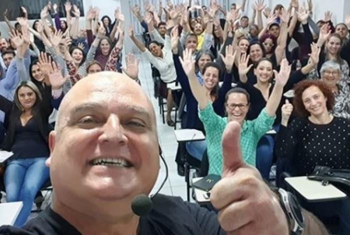 Coronel Marcelino Fernandes oferece palestras motivacionais