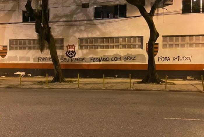 Muros da Gávea foram pichados em apoio a Braz e criticando Bap