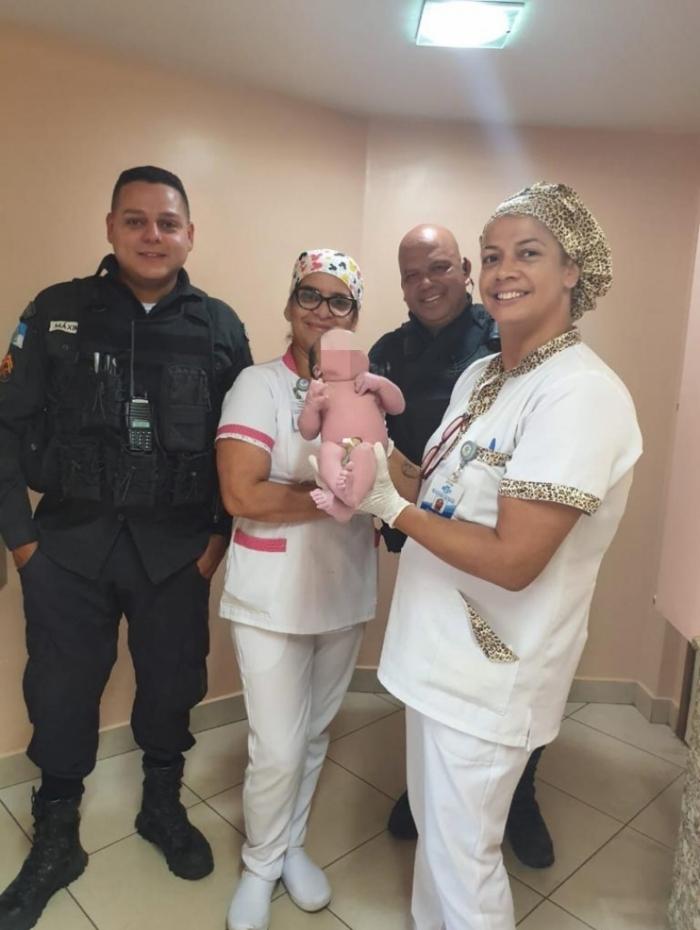 Mãe e bebê foram socorridos para o Hospital Santa Terezinha