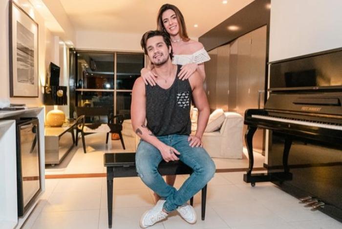 Luan Santana e Jade Magalhães curtem férias