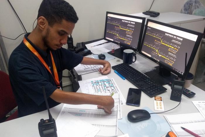 Jeova Reynann, de 26 anos, trabalha há 5 anos no MetrôRio e se diz satisfeito com ambiente para PcDs