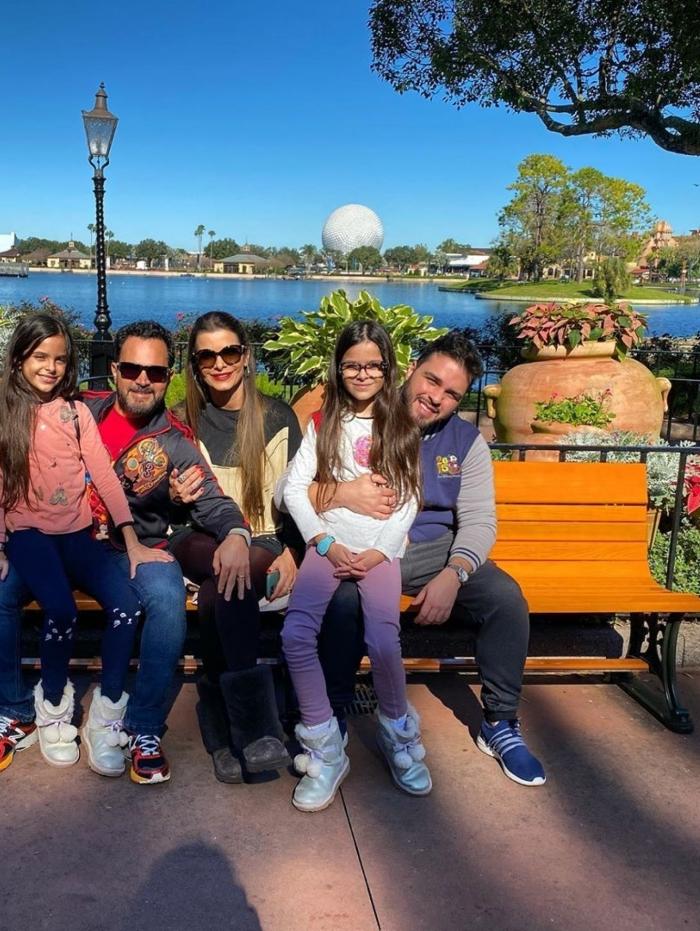Luciano Di Camargo passa as férias com a família em Orlando