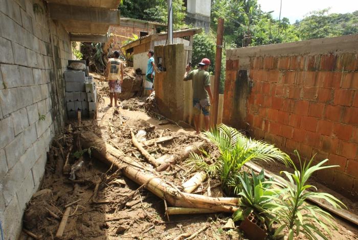 Chuva em Petrópolis. Na foto, A força da água destruiu uma casa no bairro Batalharde.  Estefan Radovicz / Agência O Dia              CIDADE,RIO,PETRÓPOLIS,CHUVAS,DESABRIGADOS       Byline