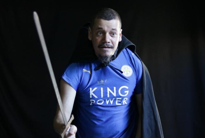 O ator Alexandre Gomes no monólogo 'Ricardo III Um Homem do Seu Tempo'