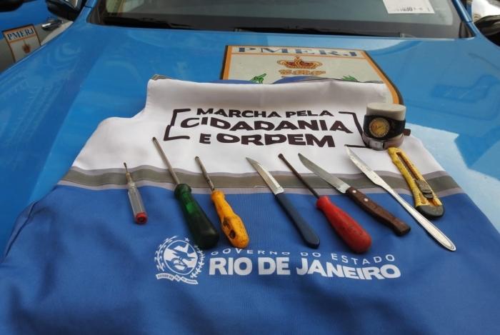 Facas, chaves de fenda e estilete foram apreendidas durante ação do Estado em Copacabana, na Zona Sul