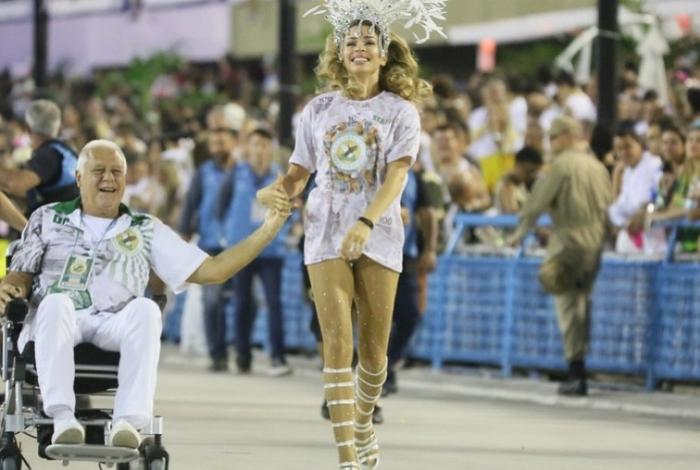 Alberto e Paloma no desfile da Unidos do Bom Sucesso