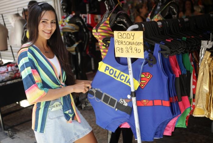 Rio, 10/01/2020 - Fantasias para o carnaval 2020. SAARA. Na foto. Aline Mota. Centro do Rio. Foto: Ricardo Cassiano/Agencia O Dia