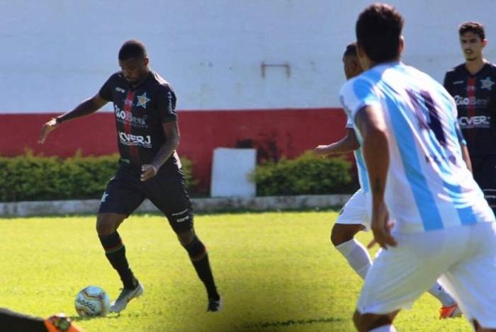 Macaé Esporte e Portuguesa duelaram no Estádio Ferreirão, em Cardoso Moreira