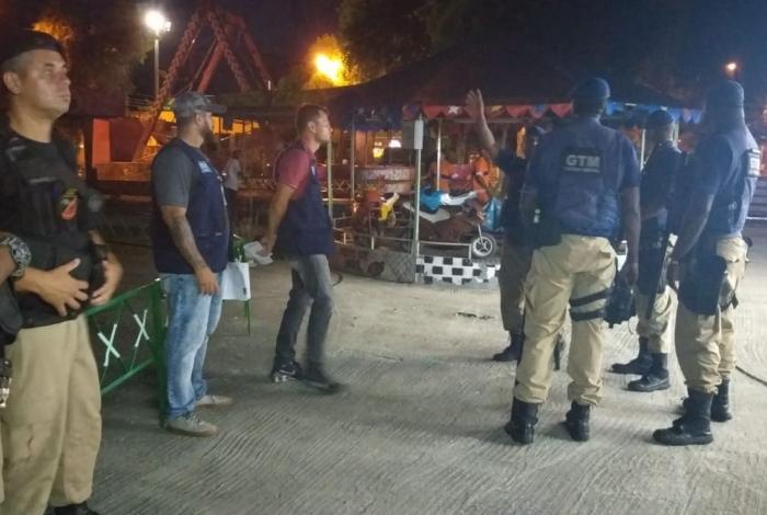 Prefeitura interdita parque de diversões irregular em praça de Campo Grande