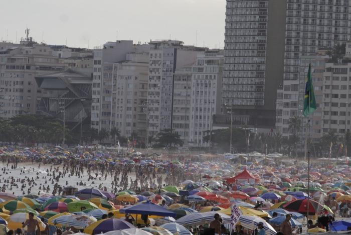 Rio,11/01/2020 - COPACABANA- praia lotada.  .Foto: Cleber Mendes/Agência O Dia
