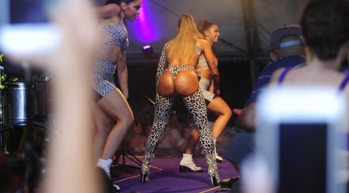 Anitta no ensaio do 'Bloco das Poderosas'