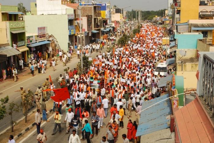 Centenas de ativistas hindus filiados ao partido no poder da Índia protestaram contra uma estátua de Jesus que rivalize com o Cristo Redentor no Rio de Janeiro