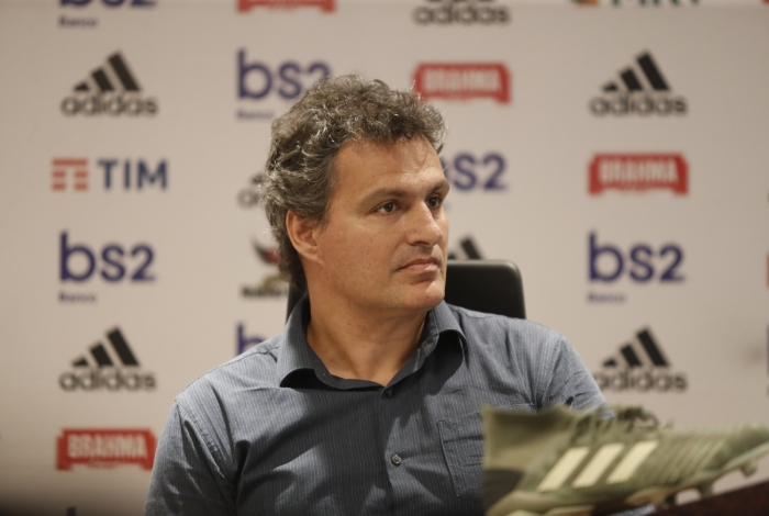 Bruno Spindel se re�ne com funcion�rios, explica demora no pagamento de bicho em 2019 e n�o garante premia��es por t�tulos neste ano no Flamengo